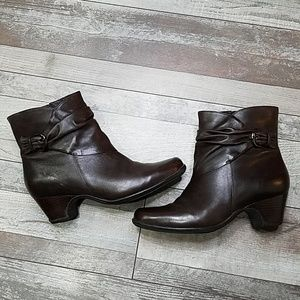 Clark's artisan brown leather ankle booties 8.5